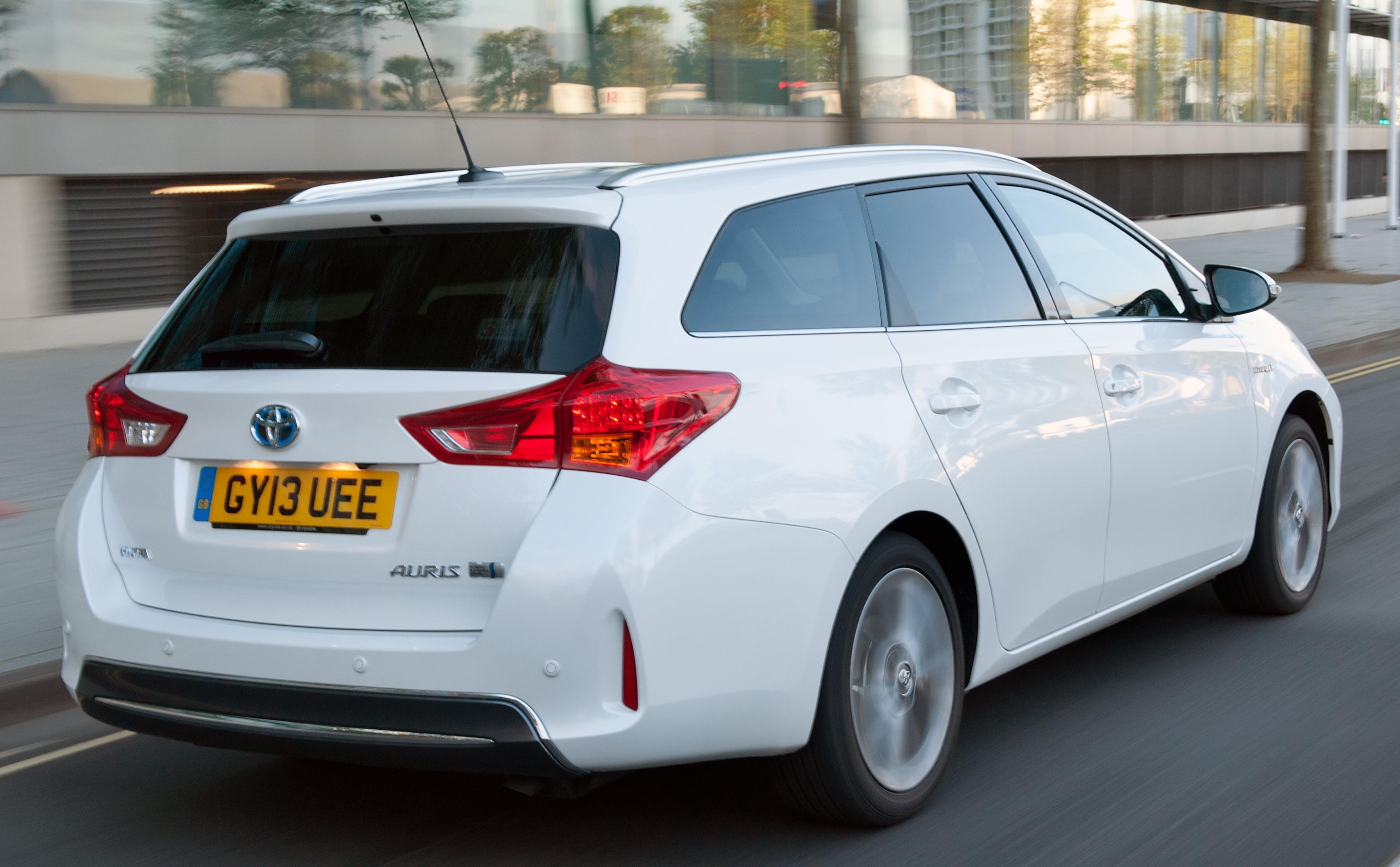 Toyota Auris Hybrid Review